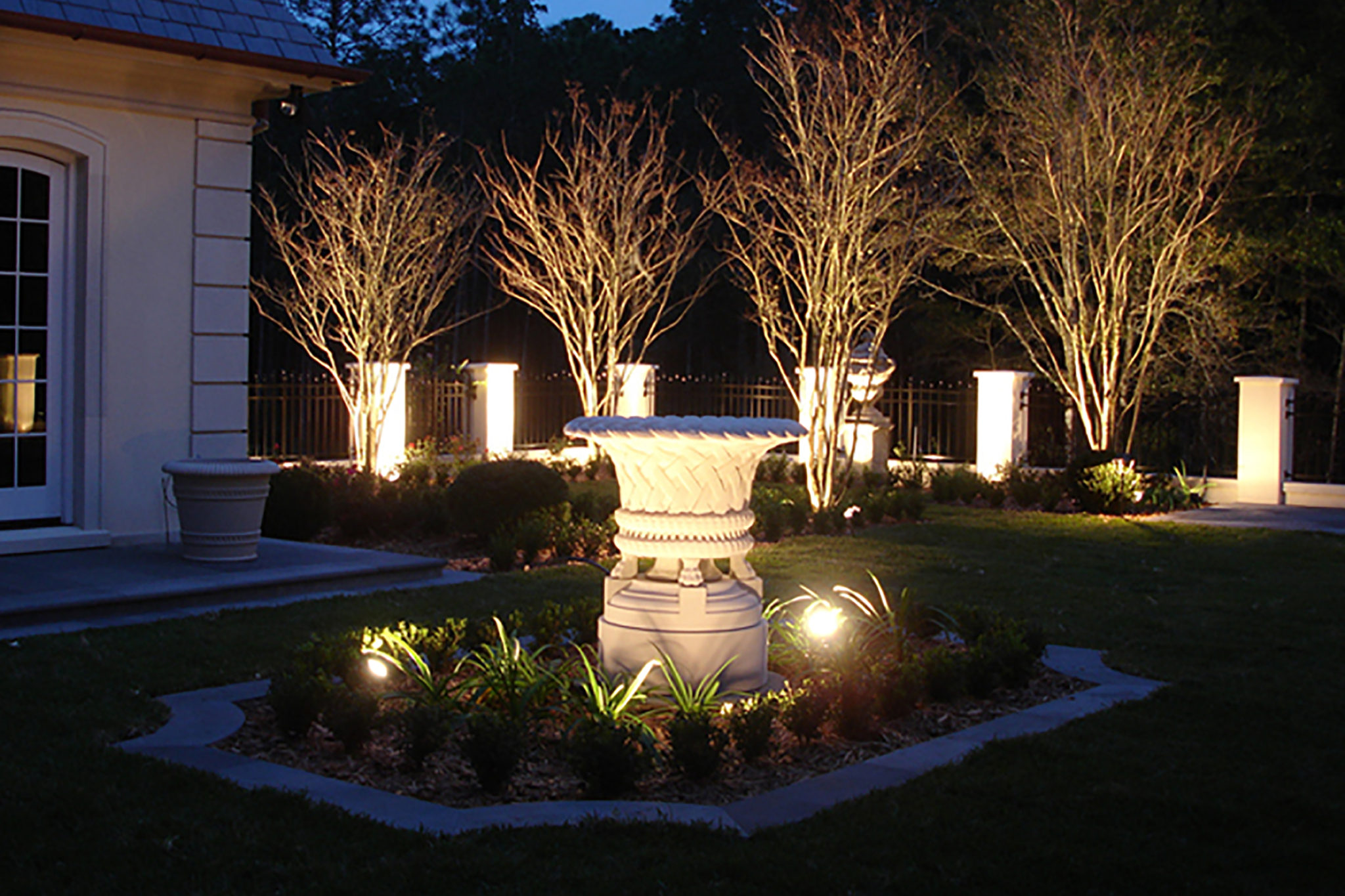 landscape lighting design installation st louis dusk to dawn