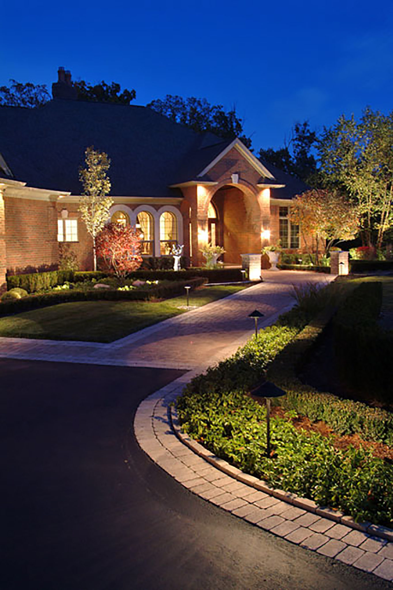 Dusk To Dawn Landscape Lighting St. Louis